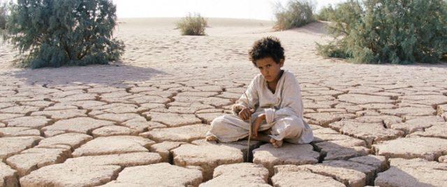 A sivatagon át, filmjelenet
