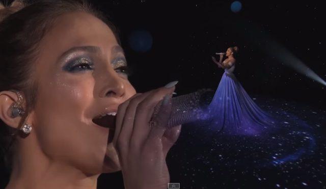 Hihetetlen látványos: Jennifer Lopez – Feel The Light-ot énekli