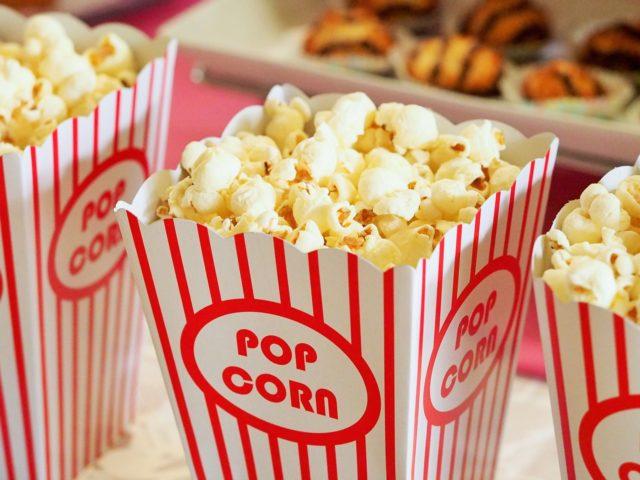 Popcorn történelem: Hogyan fedezte fel a mozi a pattogatott kukoricát?